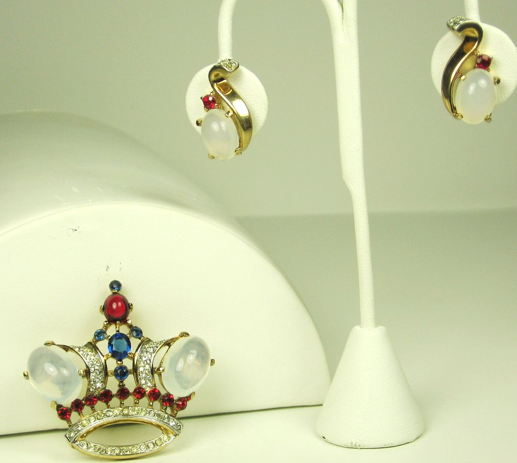 1940s Trifari Crown Pin and Earrings Demi Parure