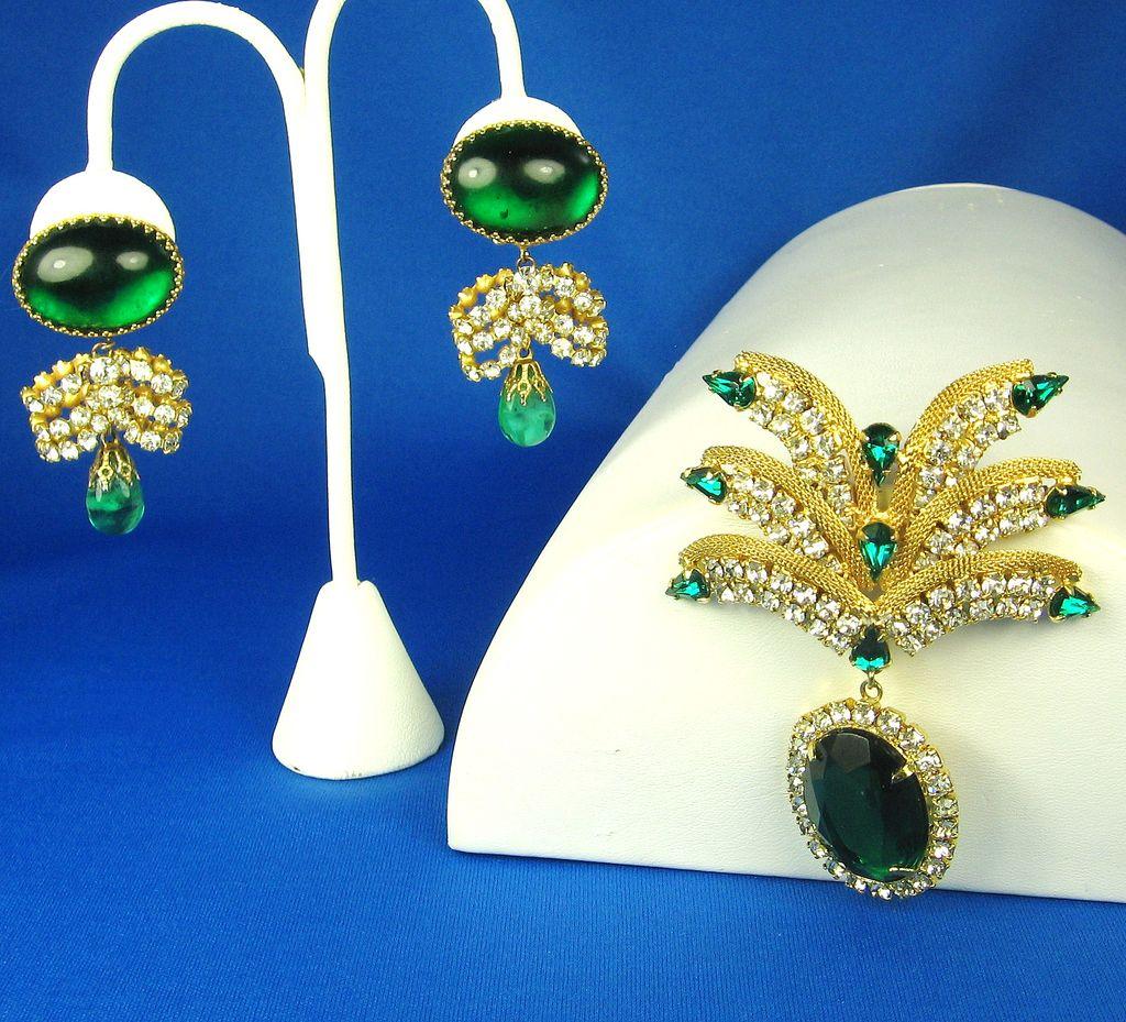 Hattie Carnegie Emerald Green Dangle Brooch and Earrings