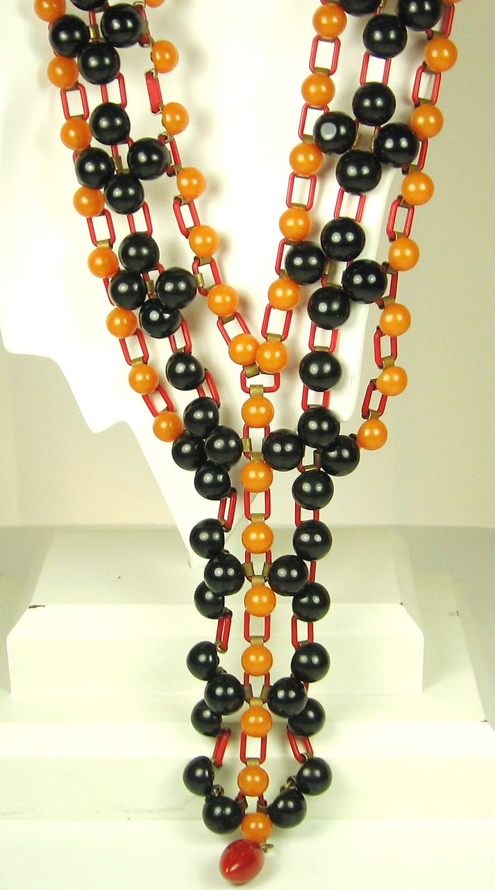 1930s Art Deco Yellow and Black Bakelite Bead Necklace