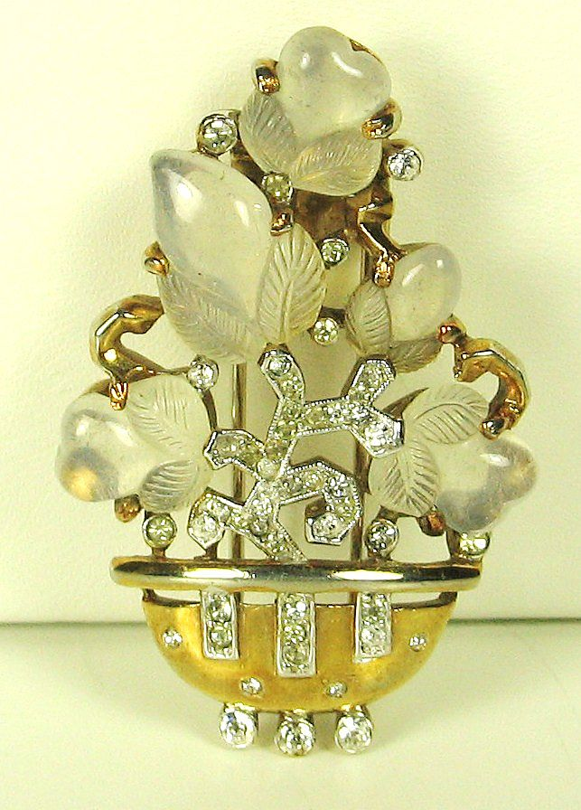 1940s Trifari Opaque Glass Fruit Basket Fur Clip
