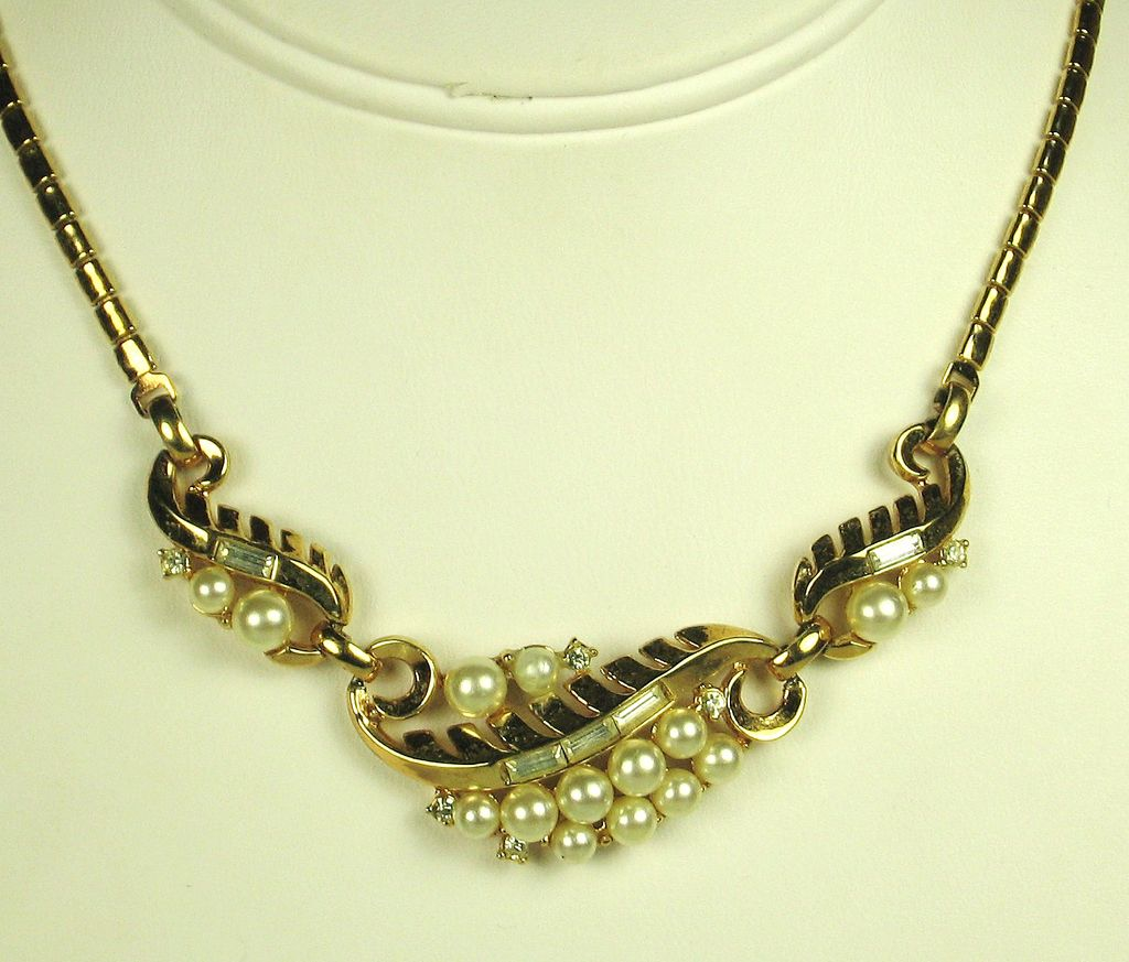 1954 Trifari Imitation Pearl and Rhinestone Necklace