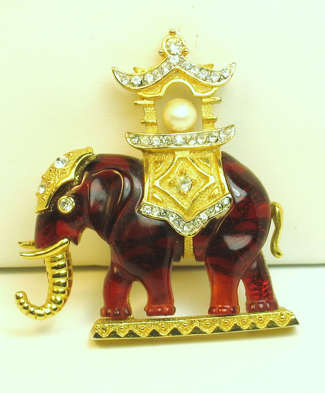 Hattie Carnegie Plastic and Imitation Pearl Rajah/Howdah Elephant Pin