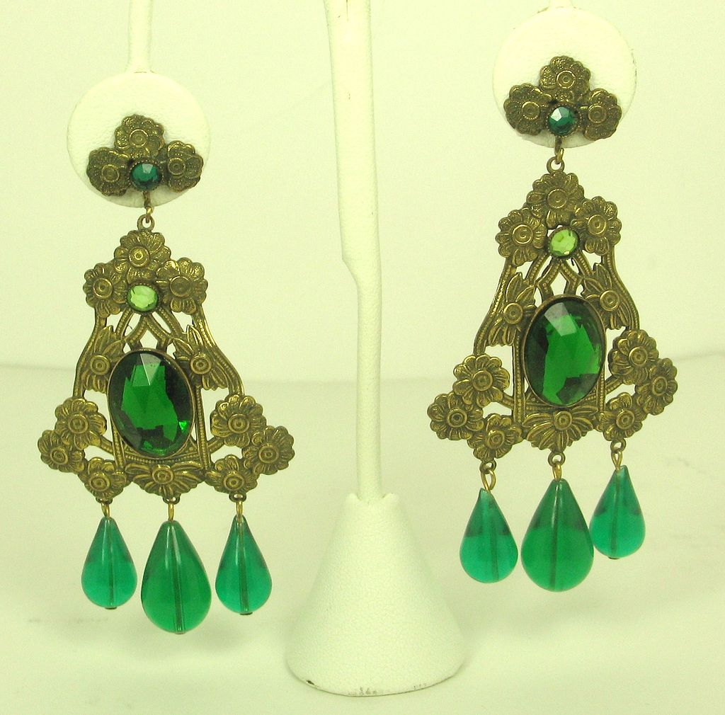 Hattie Carnegie Green Plastic Dangle Floral Earrings