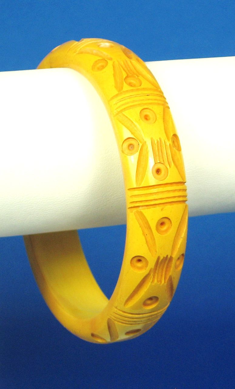 Vintage Deeply Carved Butterscotch Bakelite Bangle Bracelet