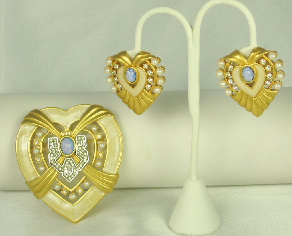 Elizabeth Taylor Avon Hearts of Hollywood Collection with Imitation Pearls