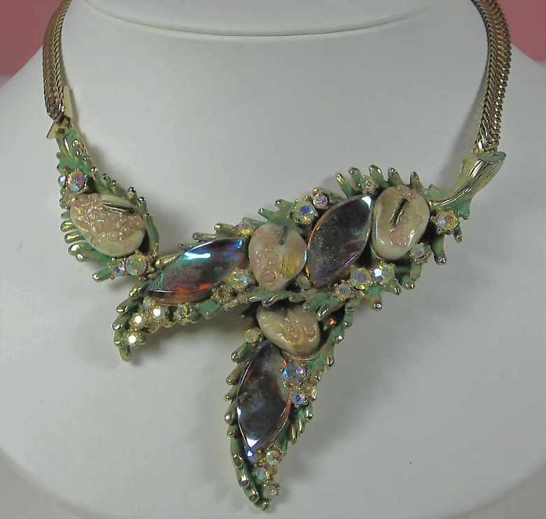 1950s Har Aurora Borealis Dragon Tooth Pendant Necklace