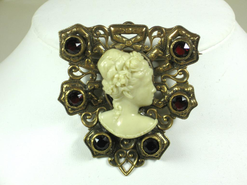 Vintage Joseff of Hollywood Cameo Brooch and Pendant