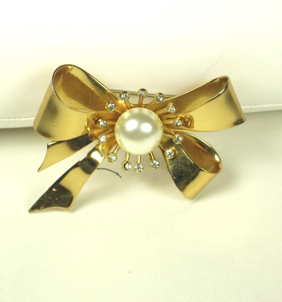 Vintage Coro Bow Pin w White Rhinestones and Imitation Pearls