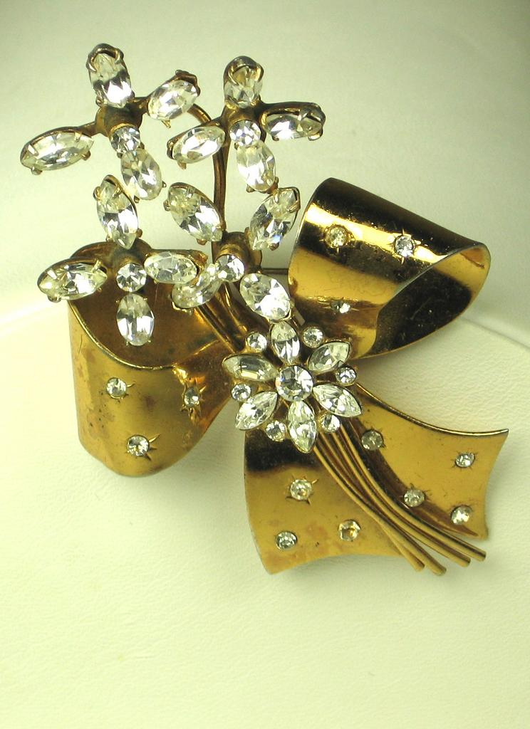 Coro Rhinestone Floral Design Over Gold Toned Bow Pin