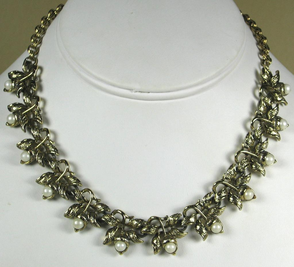 Vintage Judy Lee Imitation Pearl and Gold Toned Floral Necklace