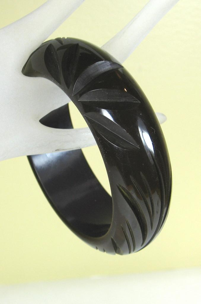 Carved Chocolate Brown Bakelite Bangle Bracelet-NR