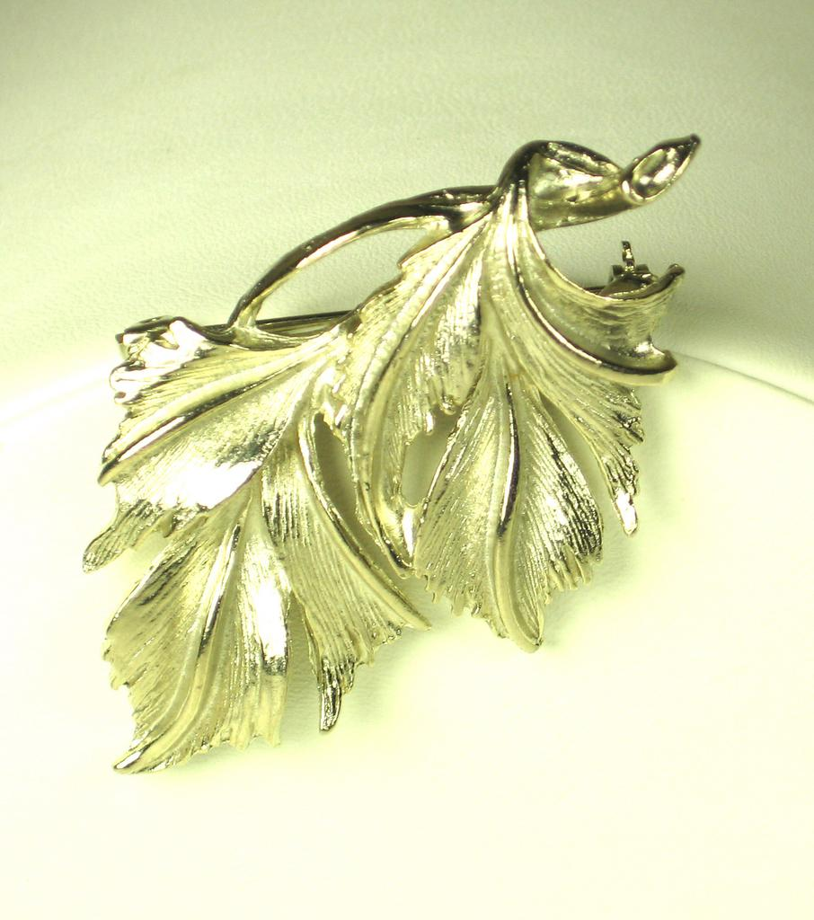 Vintage Metal DuBerry Stem and Leaves Pin