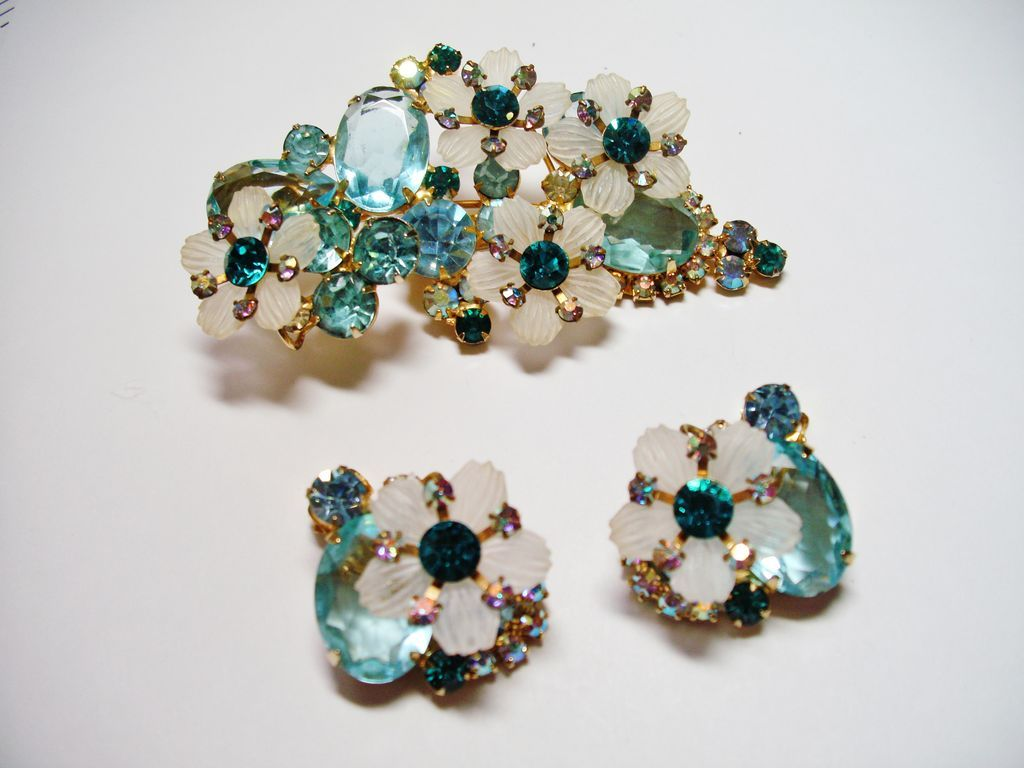 Verified D&E Juliana Light Aqua Rhinestone Brooch & Earrings