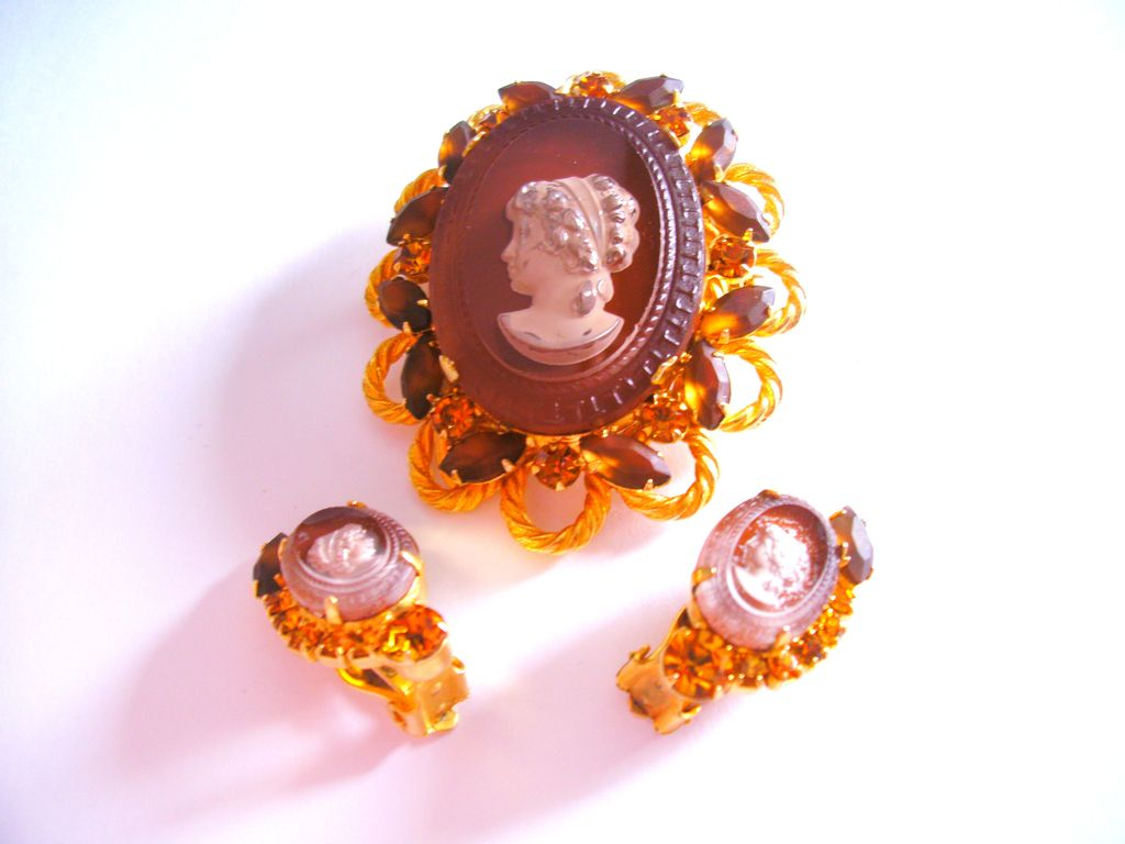 Unusual Brown D&E Juliana Cameo Brooch & Earrings