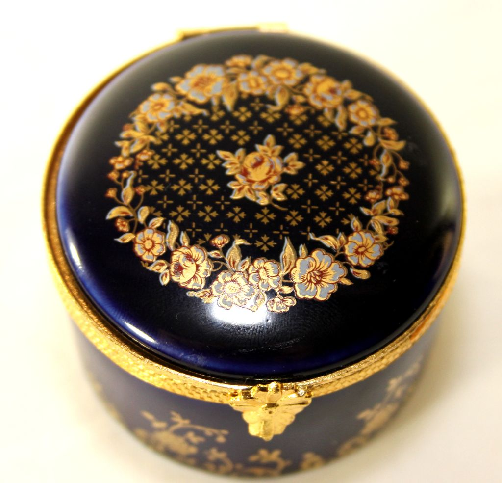 Painted Limoges Pill/Trinket Box, Marked Champs Elysees, Sevres, 18e Ciecle