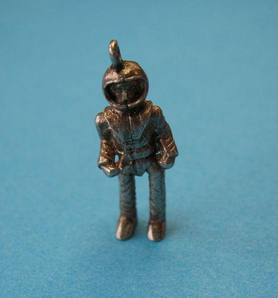 vintage astronaut charm - photo #19