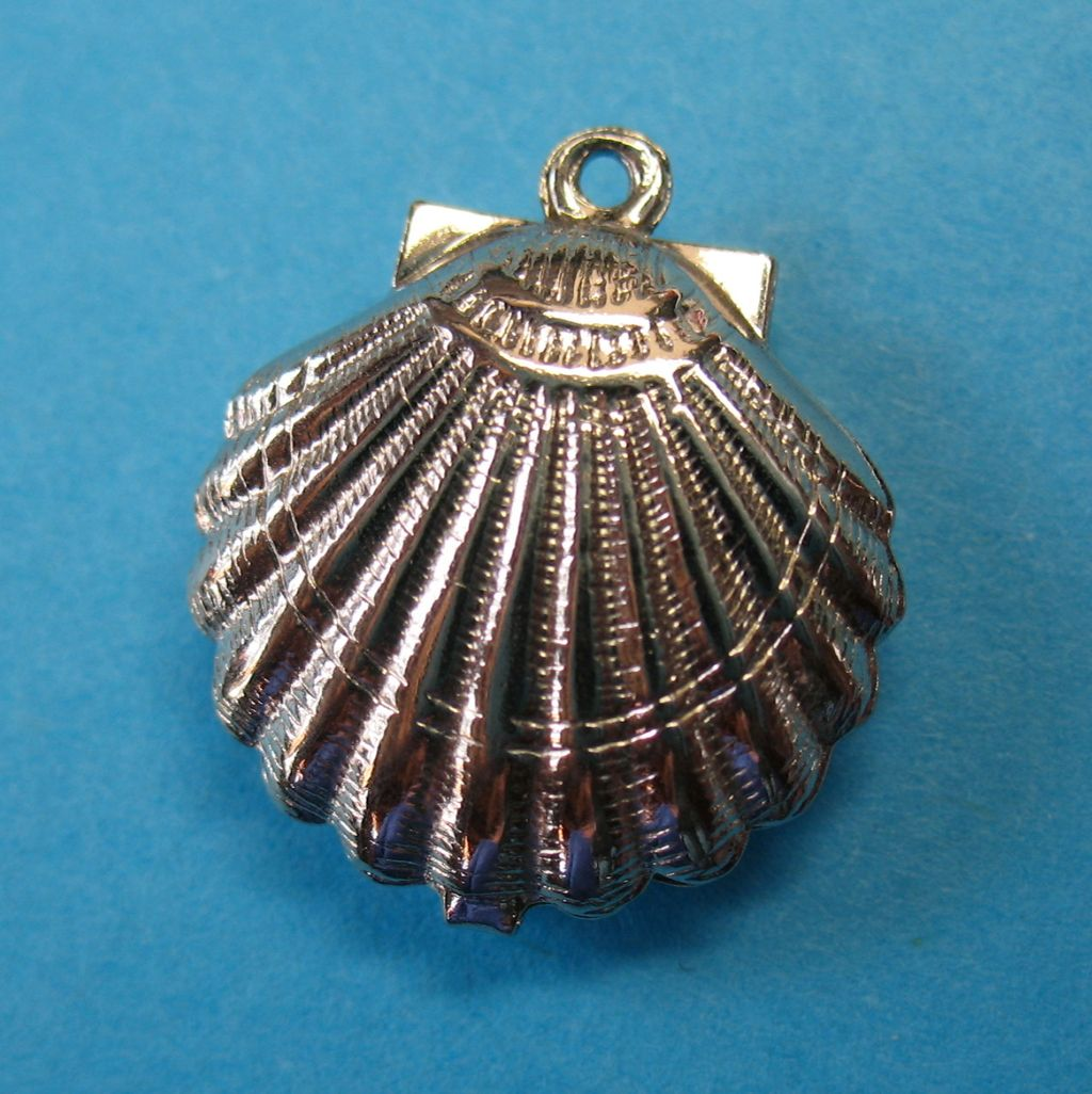 Vintage Sterling Puffy Sea Scallop Charm Pendant