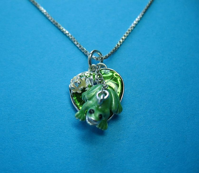 Vintage Sterling Silver Magnetic Frog On A Lily Pad Charm
