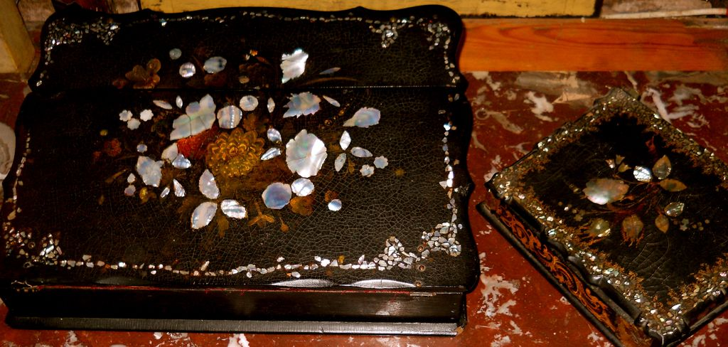 Antique Papier-mache Lap Desk Circa 1850 Inlaid Mother of Pearl And Painted Flower