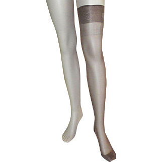Two Pairs Of 1940's NWT Mojud Stockings With Seams In Original Box