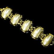 Crown Trifari faux Pearl Bracelet – Chunky – 60s