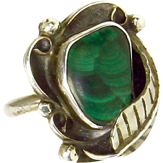 Native American likely Navajo Sterling Silver and Malachite Ring – Feather Motif