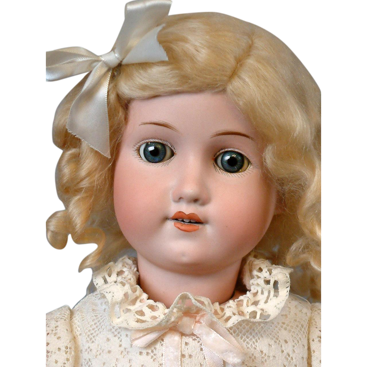 "Max Oscar Arnold 200 23"" Antique Bisque Doll with Lovely Blue Eyes & Presentation"