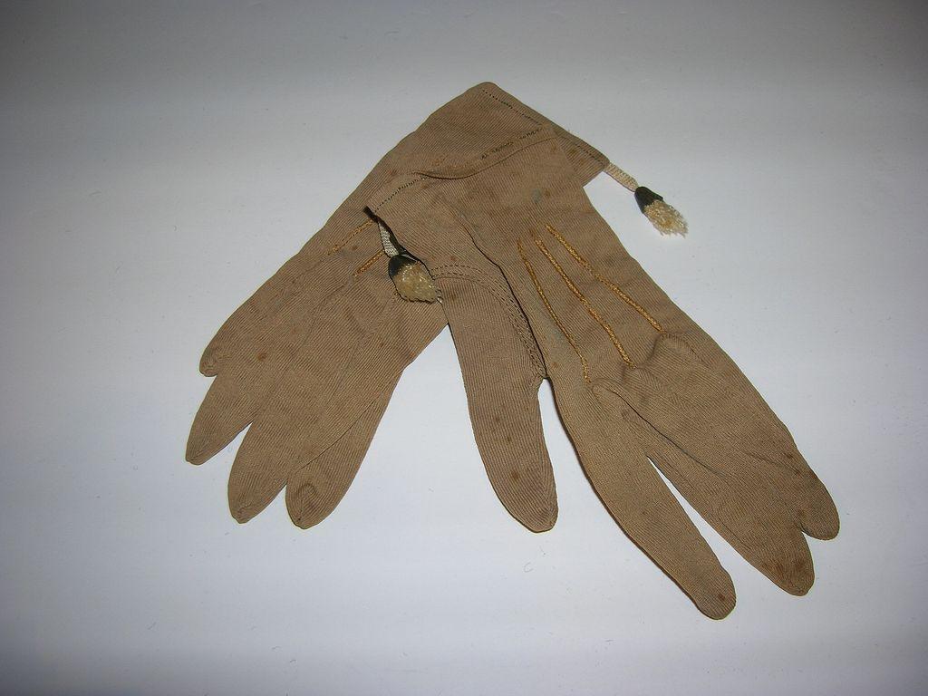 Vintage Doll Gloves!
