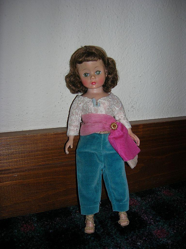 Vintage 1950s Madame Alexander Cissette Doll in Original Outfit!