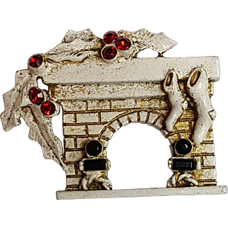 Dodds Christmas Fireplace Pin