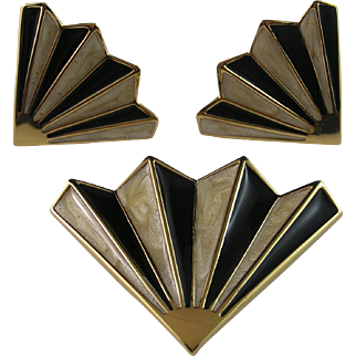 Monet Black and Cream Ribbed Fan Brooch and Earrings
