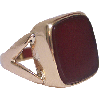 Charming 9k Gold Carnelian Signet Ring