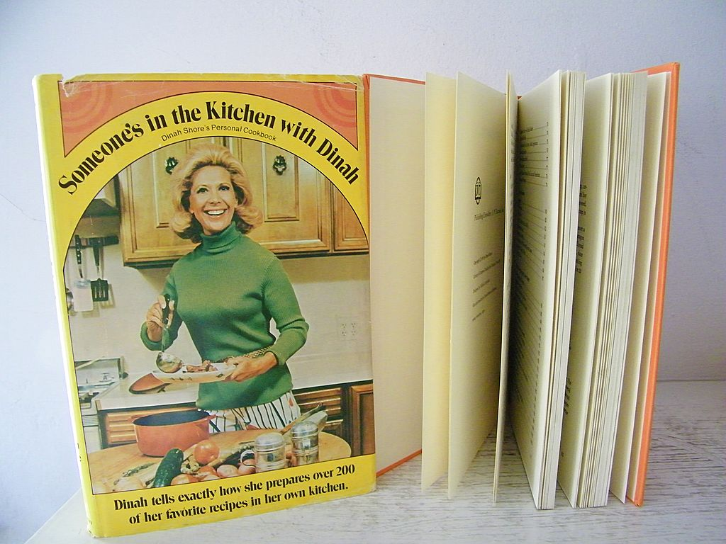 Someone S In The Kitchen With Dinah Cookbook