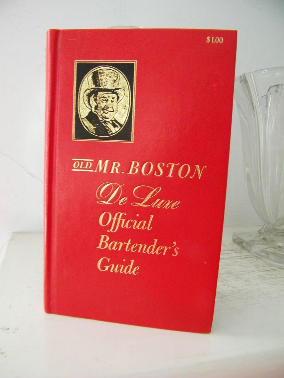 Old Mr. Boston De Luxe Bartenders Guide 1961
