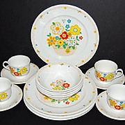 Circa 1970s Noritake Versatone 'Crazy Quilt' 16-Pc Ceramic Dinnerware Set