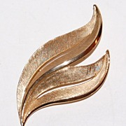 1970/80s Trifari ~ Textured Goldtone Brooch/Pin