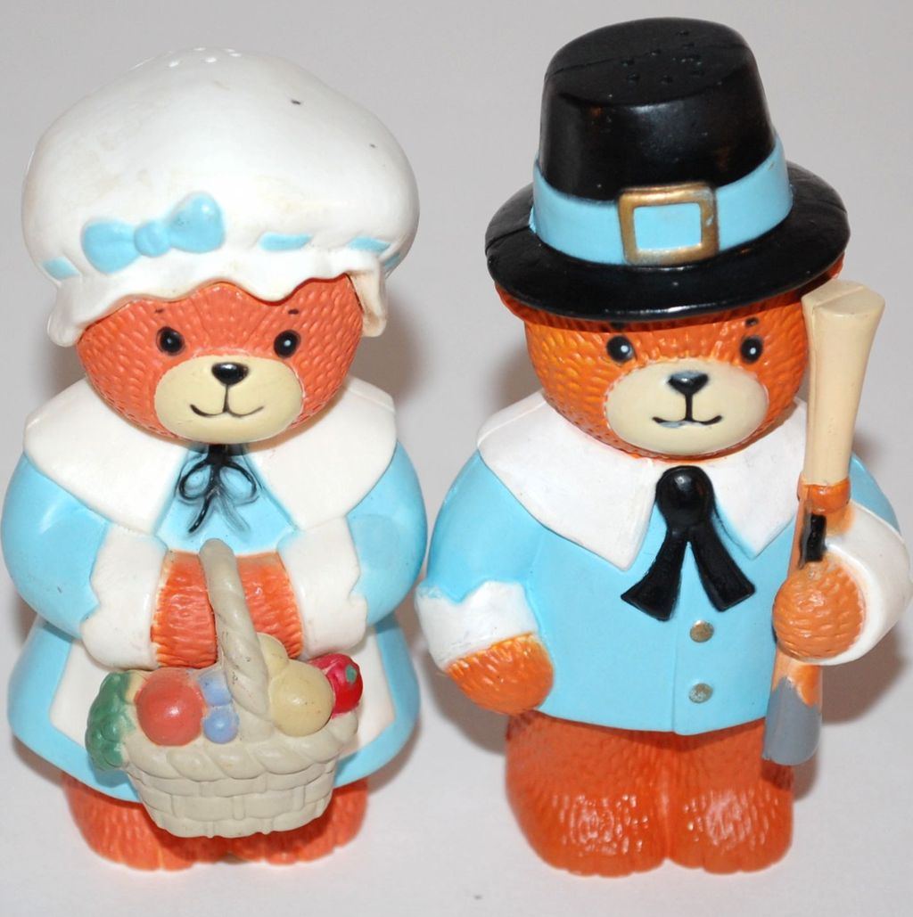 1970s Thanksgiving Bear Salt & Pepper Shakers