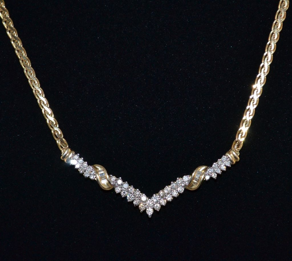 14K 1.06 ct tw Diamond V-Style Necklace