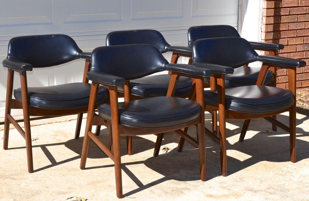 Set Of 2 Paoli Mid Century Danish Modern Chairs Juhl