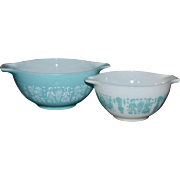 PYREX Set of 2 Amish Butterprint Blue & White Cinderella Mixing Bowls