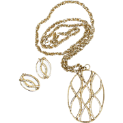 Sarah Coventry Large Creamy White Lucite Goldtone Necklace & Earrings Set