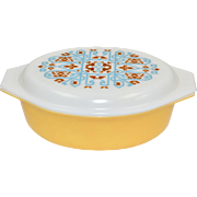 "1970s Pyrex ""Navajo"" Promotional Item 2.5 QT Yellow Gold Casserole Dish w/ White Glass Lid"