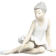 Nao by Lladro Seated Ballerina Girl Porcelain Figurine Sculpture