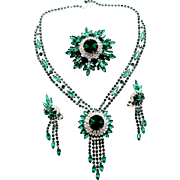 Vintage Juliana (D and E) Emerald Green Rivoli Rhinestone Necklace, Brooch and Earrings Parure