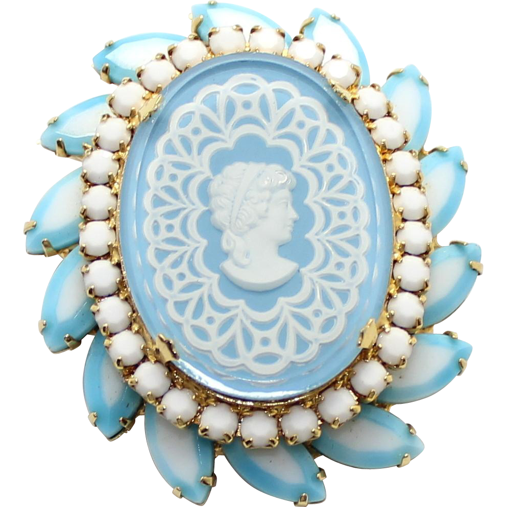 Vintage Juliana (D&E) Book Piece Two Toned Blue Cameo Brooch
