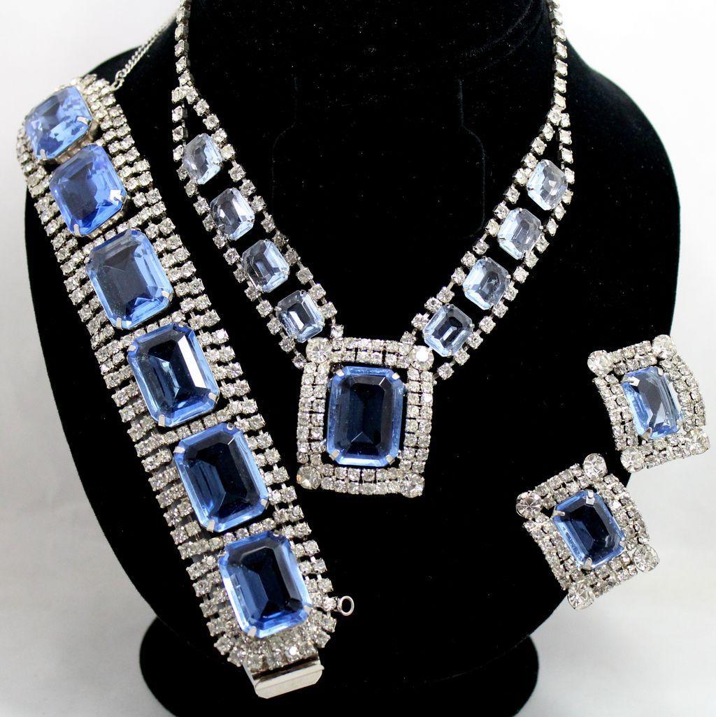 Vintage Juliana (D&E)  Blue & Clear Rhinestone Parure