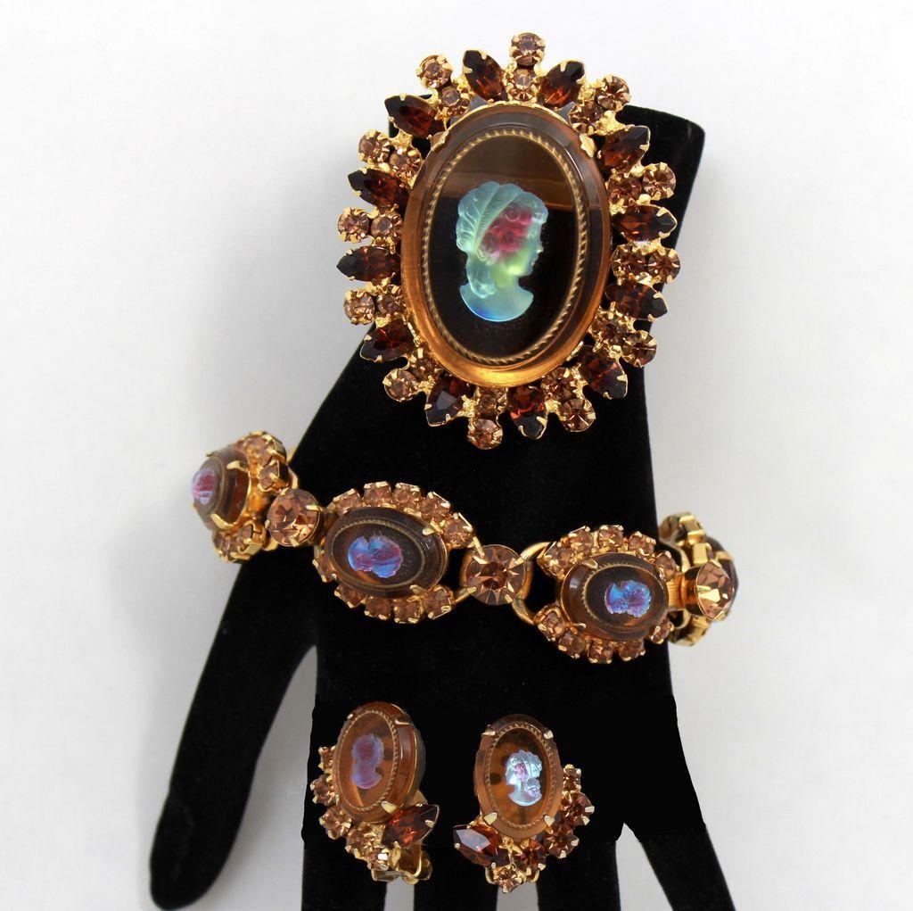 Vintage Juliana (D&E) Book Piece Iridescent Topaz Cameo & Rhinestone Bracelet