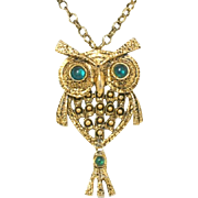 Vintage Emerald Green Cabochon Rhinestone Articulated Owl Pendant Necklace