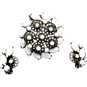 Vintage Juliana White Milk Glass Rhinestone and 10 Petal Daisy Brooch Earrings Demi Parure