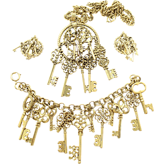 Vintage Juliana Gold toned Key Charms Pendant Necklace, Bracelet and Earrings Parure